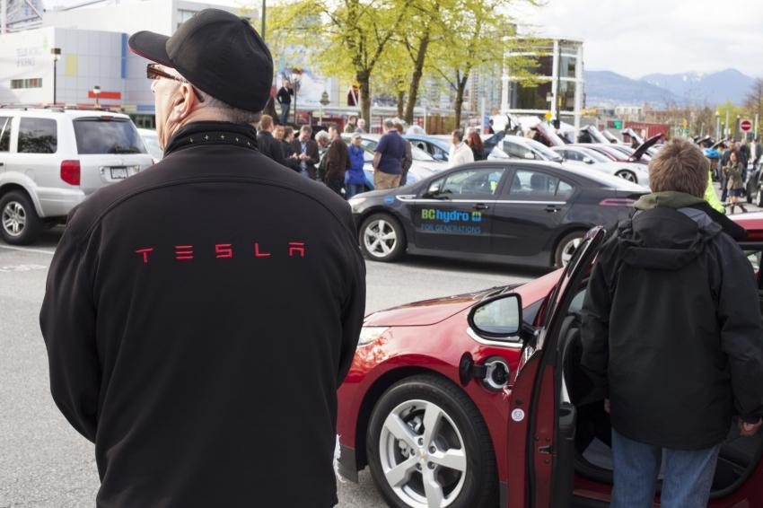VEVA BCSEA electric vehicle show 2014 - Tesla - Mychaylo Prystupa